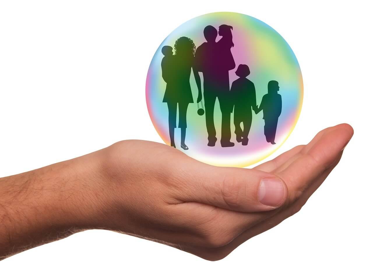 家族を守る画像